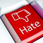 Mowa nienawiści w internecie – jak z nią walczyć?