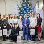 Uczniowie z Elbląga przystroili choinkę w ministerstwie