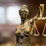 Były policjant skazany za przyjęcie łapówek i powoływanie się na wpływy w prokuraturze i sądzie