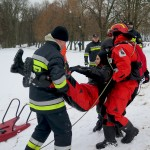 Olsztyńscy strażacy szkolili swoje umiejętności na zamarzniętym jeziorze Krzywym