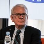 Hans-Gert Pöttering: Unia Europejska powinna mieć wspólną politykę obronną