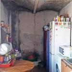 Rodzina z trójką dzieci żyje w zimnym i zagrzybionym mieszkaniu