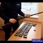 Nielegalnie gromadzili broń i amunicję. Mieszkaniec Węgorzewa twierdzi, że znalazł broń w wannie