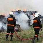 Podpalał baloty z sianem i przyglądał się akcji strażaków