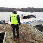Służby ratunkowe szukają zaginionego wędkarza na jeziorze Ławki
