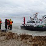 Wędkarze uwięzieni na krze lodowej na Zalewie Wiślanym uratowani przez strażaków i strażników granicznych