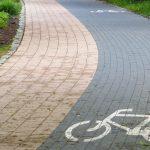 Ścieżka rowerowa nad jeziorem Długim zostanie zlikwidowana? Tego chcą mieszkańcy i piesi