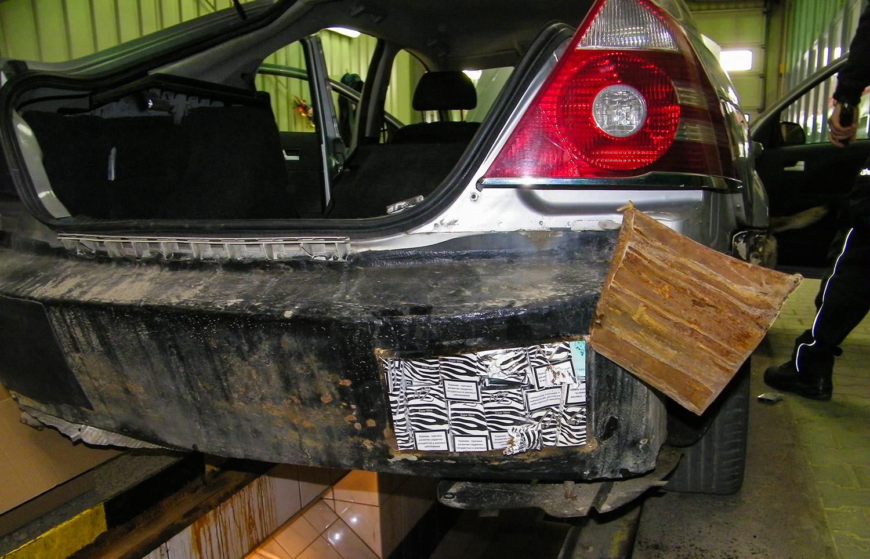 Контрабанда в 3500 пачек сигарет в Безледах. Водитель потерял и товар и машину