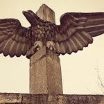 Relikt po totalitarnej władzy. Monument orła podzielił mieszkańców Iławy