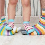 Dlaczego nosimy dziś kolorowe skarpety?
