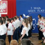 Kolor biały i czerwony są symbolem wartości Polaków. Uczniowie ZSO nr 3 w Olsztynie obchodzili Święto Flagi