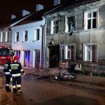 Dwie osoby zostały ranne w pożarze jednego z mieszkań w kamienicy przy ulicy Warszawskiej w Olsztynie