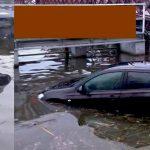 Zaparkował auto przy molo i nie zaciągnął hamulca ręcznego. Auto stoczyło się do jeziora Drwęckiego