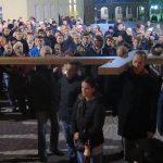Tradycyjnie ulicami Starego Miasta w Olsztynie przeszła Droga Krzyżowa. Zobacz zdjęcia