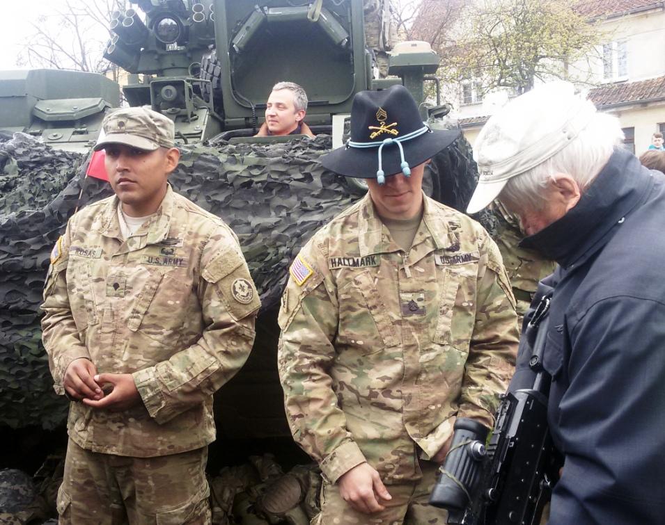 Жителям города Ожиш на день конституции Польши 3 мая устроили пикник с американскими военными