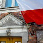 W Olsztynie pierwszą polską flagę zawiesili kolejarze. Zobacz jak Dzień Flagi świętowano na Warmii i Mazurach