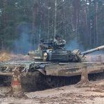 Żołnierze z 9 Braniewskiej Brygady Kawalerii Pancernej szykują się do wyjazdu na Łotwę