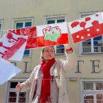 Mój biało-czerwony świat. Na Starym Mieście w Olsztynie zawisło ponad tysiąc prac uczniów z Olsztyna i Jezioran