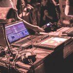 Muzyka elektroniczna w olsztyńskim Planetarium. Artyści postanowili nagrać teledysk