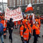 Podwyżek i upaństwowienia ratownictwa medycznego domagają się ratownicy, którzy protestowali na ulicach Olsztyna