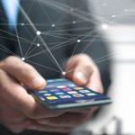 Ze smartfona można ukraść pieniądze oraz wymazać wszystkie nasze dane – ostrzegają eksperci