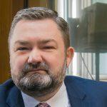 """""""Parlament Europejski nie powinien włączać się w spory krajowe"""". Eurodeputowany Karol Karski gościem Porannych Pytań"""