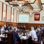 Znamy wyniki wyborów do Rady Miasta Elbląga. Żadna partia nie uzyskała większości, konieczne będą rozmowy koalicyjne