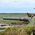 Inscenizacja współczesnej bitwy czołgów i rodzinny piknik na poligonie koło Orzysza
