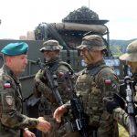 Dowódca 15 Giżyckiej Brygady Zmechanizowanej trenuje Batalionową Grupę Bojową NATO