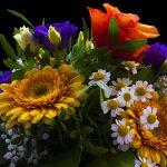 Wyjątkowo kosztowny prezent dla żony. Jak kosz z kwiatami mógł uszkodzić samochód?