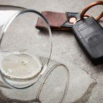 Pijany ojciec za kierownicą, a w samochodzie nietrzeźwa mama i troje dzieci