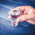 15 procent Polaków wypija rocznie ponad 12 litrów stuprocentowego alkoholu