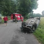 Wypadek pod Nidzicą. Holowany samochód zjechał na przeciwległy pas