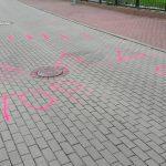 Dzieci walczą o bezpieczeństwo – namalowały na ulicy progi zwalniające