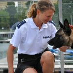 Psy policyjne  szkolone do poszukiwania ludzkich zwłok dostały specjalne obroże nawigacyjne