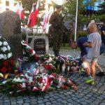 W Elblągu pod pomnikiem Żołnierzy Armii Krajowej i Polskiego Państwa Podziemnego oddano cześć bohaterom