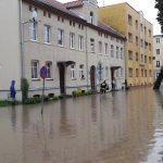 Trwa sprzątanie po powodzi w Elblągu. Mieszkańcy, którzy ucierpieli mogą liczyć na pomoc