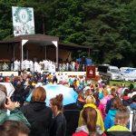 Młodzież z całej Polski zjechała do Gietrzwałdu. Trwa czuwanie z okazji 140. rocznicy objawień Maryjnych
