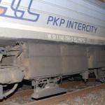 Uszkodzony pociąg relacji Olsztyn-Szczecin. Nastolatkowie położyli kamienie na torach
