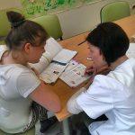 """""""Po pierwsze kochać"""". Reportaż Alicji Kulik o jednej z pierwszych w Polsce szkół szpitalnych"""