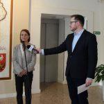 Ambasador Hanna Lehtinen w Olsztynie.  Otworzyła wystawę z okazji 100-lecia niepodległości Finlandii