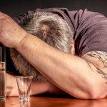 Jaką rolę w leczeniu alkoholika odgrywają bliscy?