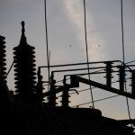 Kilkaset gospodarstw bez prądu i metalowy płot na drodze. To niektóre skutki nocnej wichury