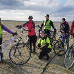 Sztafeta rowerowa dotarła do Braniewa.  Aby pomóc koledze odwiedzą 80 miast