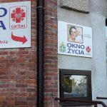 Policja odnalazła kobietę, która zostawiła dwoje dzieci w oknie życia w Olsztynie