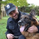 Dragon w cywilu. Po 10 latach służby policyjny pies odszedł na emeryturę