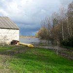 Woda w jeziorze Druzno wciąż przekracza wysokość alarmową. Wały przeciwpowodziowe są niebezpiecznie namoknięte