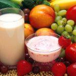 """Zmieniamy nawyki żywieniowe dzieci"""". Dzięki unijnemu """"Programowi dla szkół"""" coraz więcej uczniów je owoce, warzywa i nabiał"""
