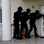 Prokuratura: 11 osób zatrzymanych za udział w grupie fałszującej olej napędowy