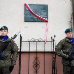 W Elblągu odsłonięto tablicę upamiętniającą ofiary komunistycznej bezpieki